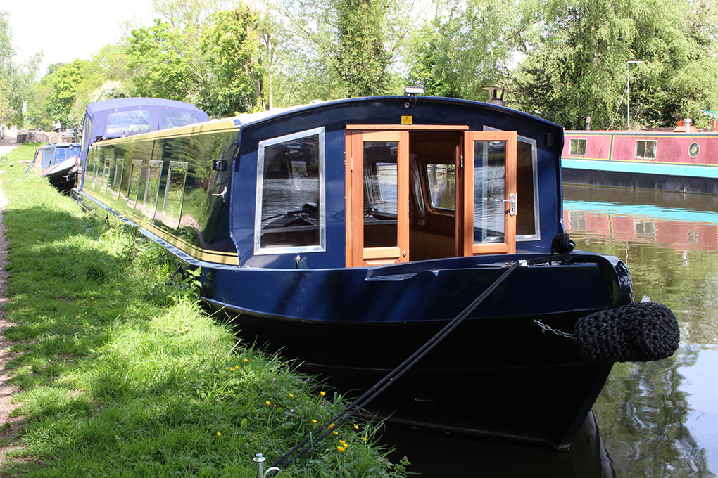 Widebeam Canal Boat - Bow 2