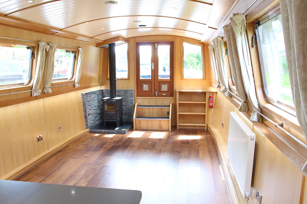 Widebeam Traditional Layout Saloon
