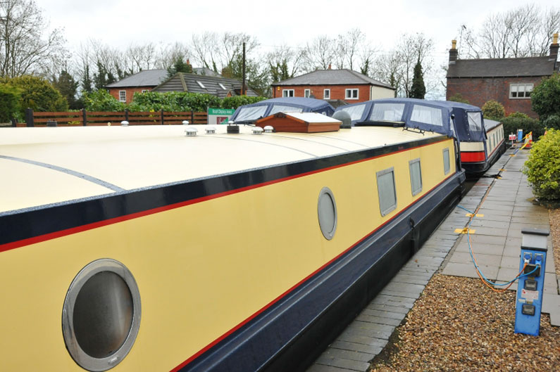Widebeam Builders Abode 64ft x 12ft Reverse Layout Stern View