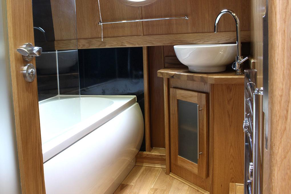 Widebeam Boat - Bathroom