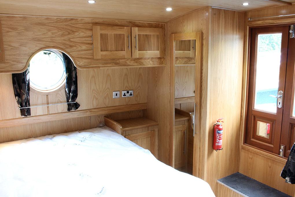 Widebeam Boat Builders - Bedroom Reverse Layout