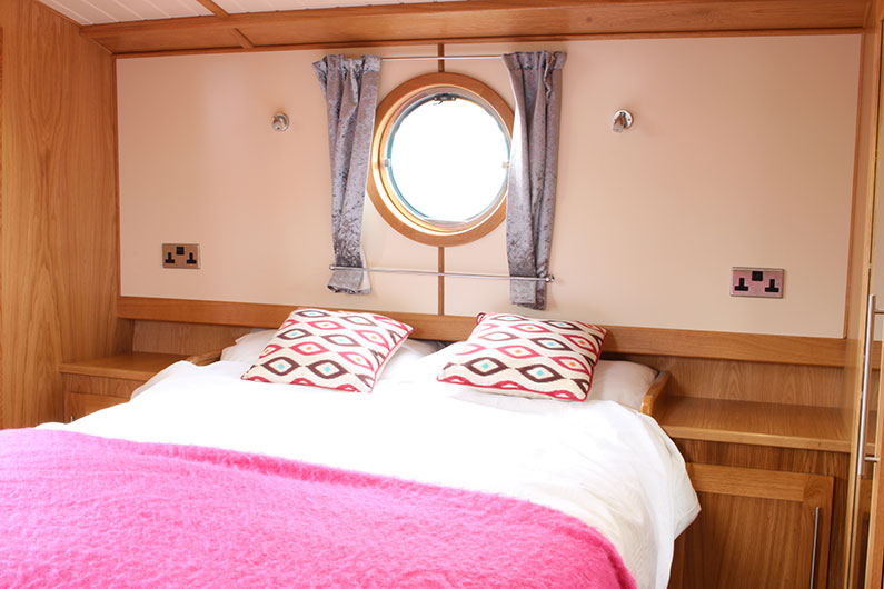 Monarch Widebeam Boat Builder - Bedroom