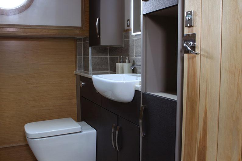 Neptune Barge Boat Builder - Bathroom 3