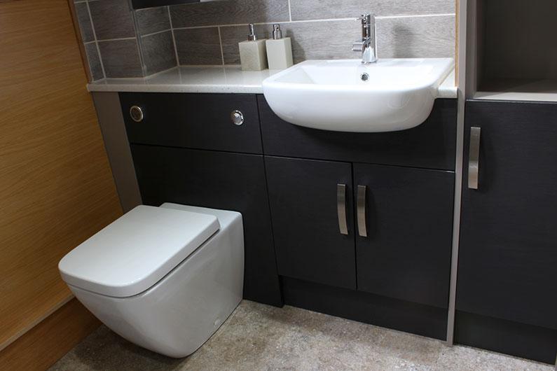 11-neptune-barge-bathroom