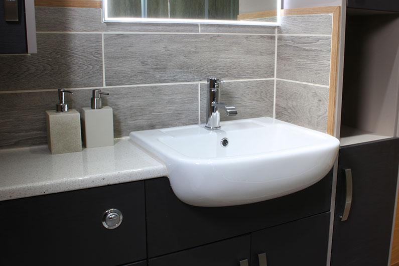 12-neptune-barge-bathroom