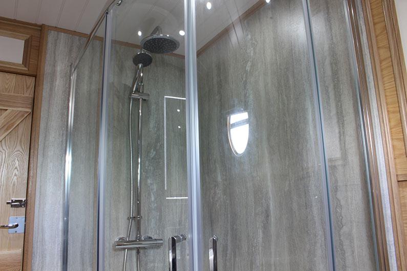 15-neptune-barge-bathroom