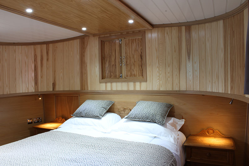Neptune Barge - Enclosed Bow Bedroom