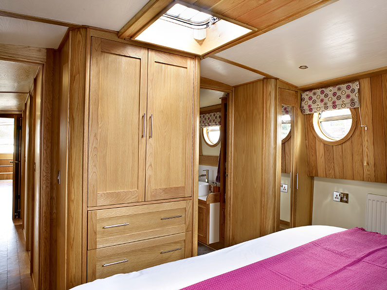 Luxury 12ft Barge Boat Builder - Brigantine Bedroom