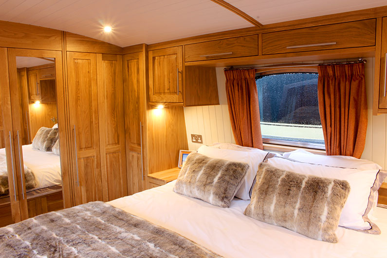 Luxury 12ft Widebeam Boat Builder - Canterbury Bedroom