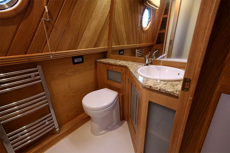Weekend Hire Narrowboats - Bathroom