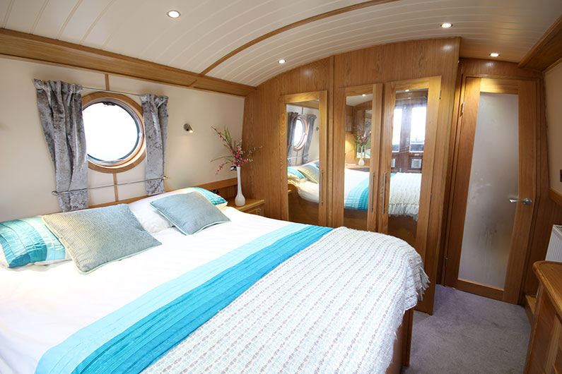 Baby Eurocruiser - 10ft Widebeam Reverse Layout Bedroom