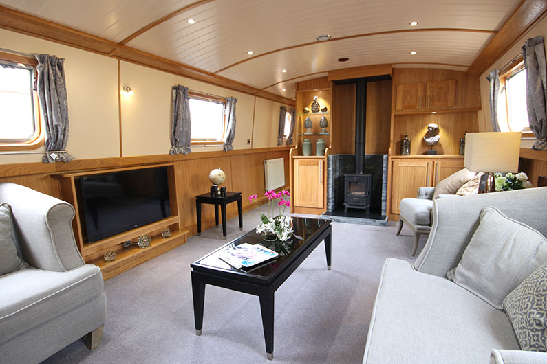 Luxury Boat Builder - 12ft Widebeam - Eurocruiser Reverse Layout Saloon