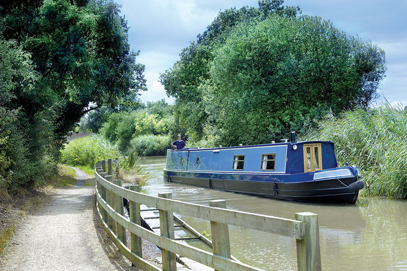 narrowboat-external-01