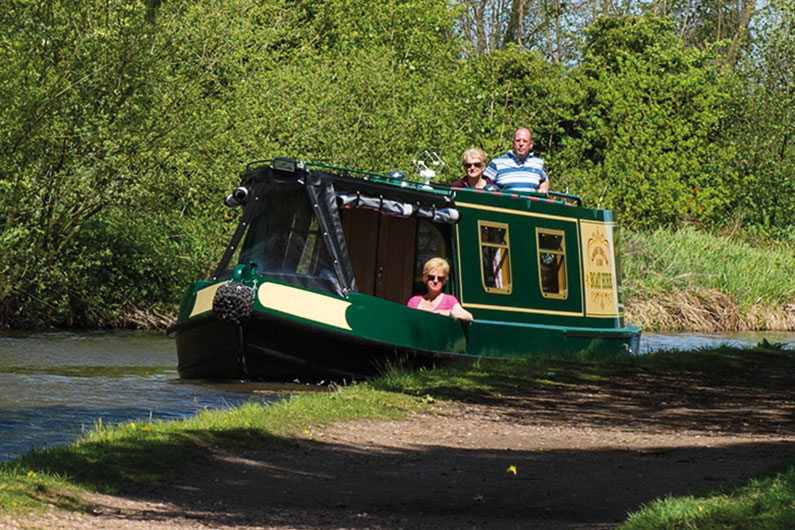 Derbyshire Narrowboat Day Hire - 6 People Capacity