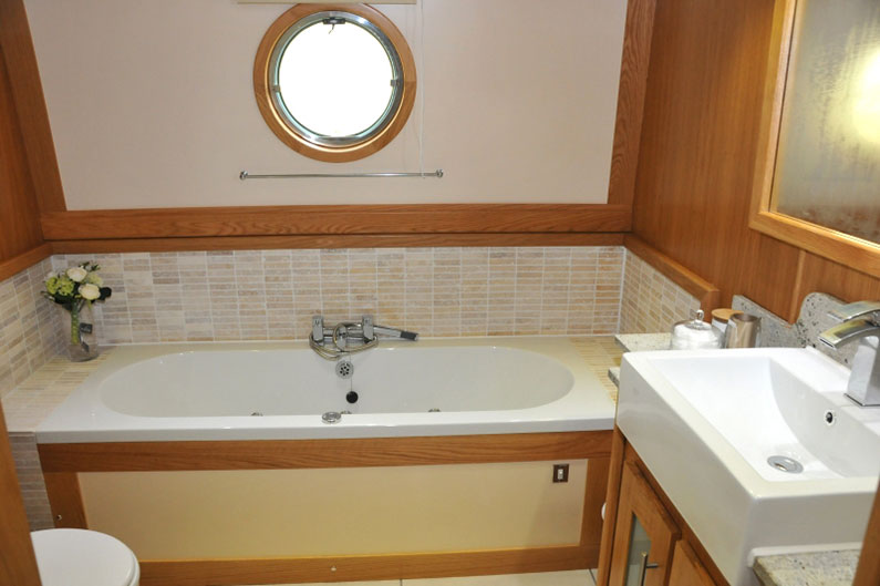 Widebeam Builders Abode 64ft x 12ft Reverse Layout Bathroom & Bath