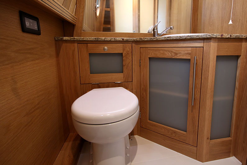 Weekend Hire Narrowboats - Bathroom 3