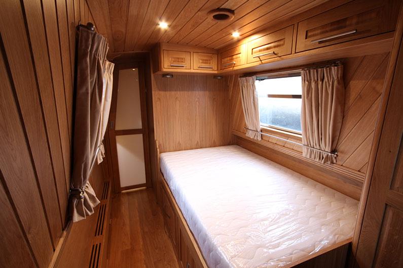 Derbyshire Narrowboat Short Breaks - Bedroom 2