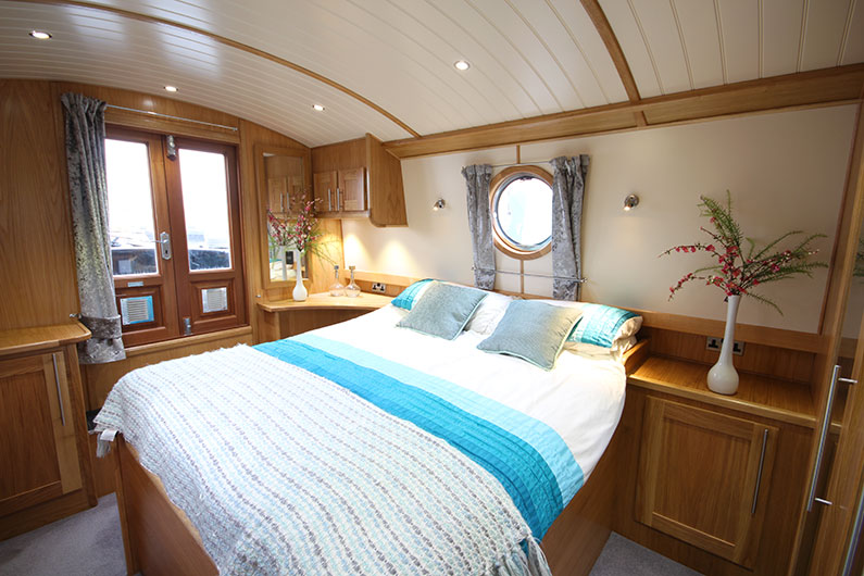 10ft Widebeam Boat Builder - Baby Eurocruiser Bedroom