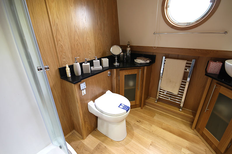 60ft x 12ft Eurocruiser Widebeam Boat Builder - Pump Out Toilet Shower Room