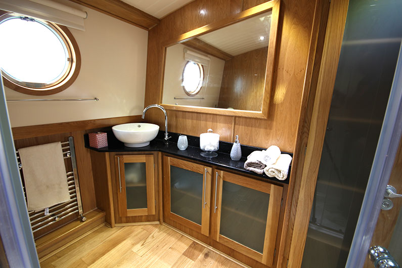 Luxury Widebeam Boat Builder - 12ft Eurocruiser - Bathroom