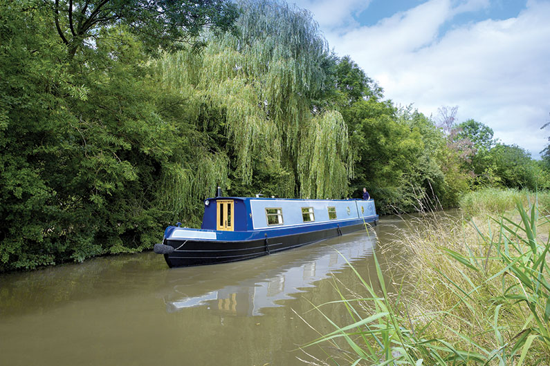 narrowboat-external-02