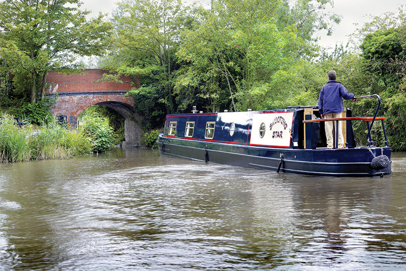 narrowboat-external-03